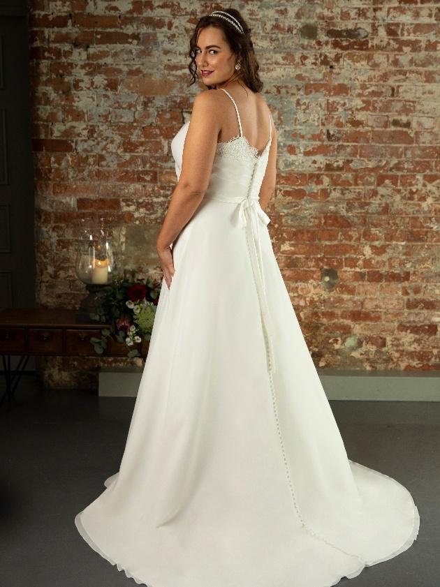 Izzy byTrue Bride, TrueCurves collection