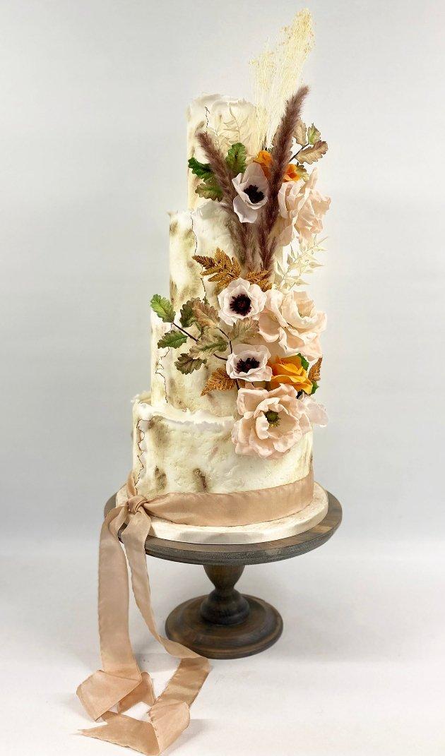 Textured autumnal weddingcake